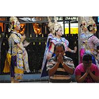 praying-200x200